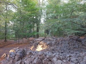 Alexandra Engelfriet, Under.Ground, 60 tons of clay, digger, body